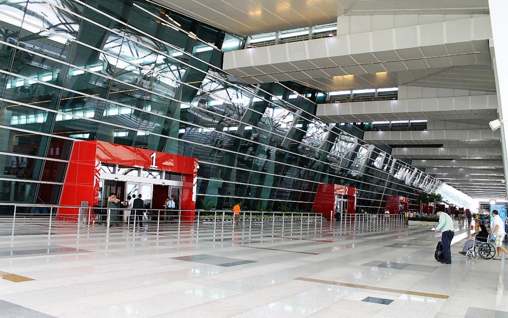 chandigarh to delhi airport taxi
