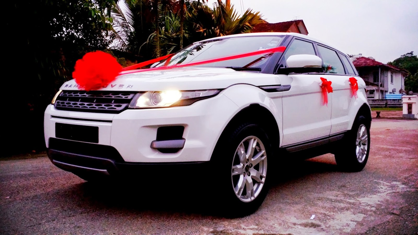 Land Rover cars Range Rover Car Hire in Chandigarh for Wedding